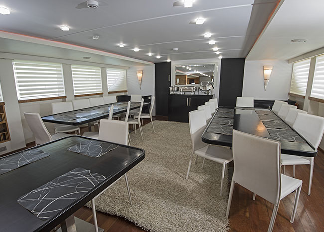 Yacht accessories cleaning service